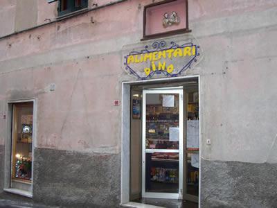 Formaggi freschi a Genova. Rivolgiti a ALIMENTARI GINOGI DI DINO GINOGI tel 010 639166
