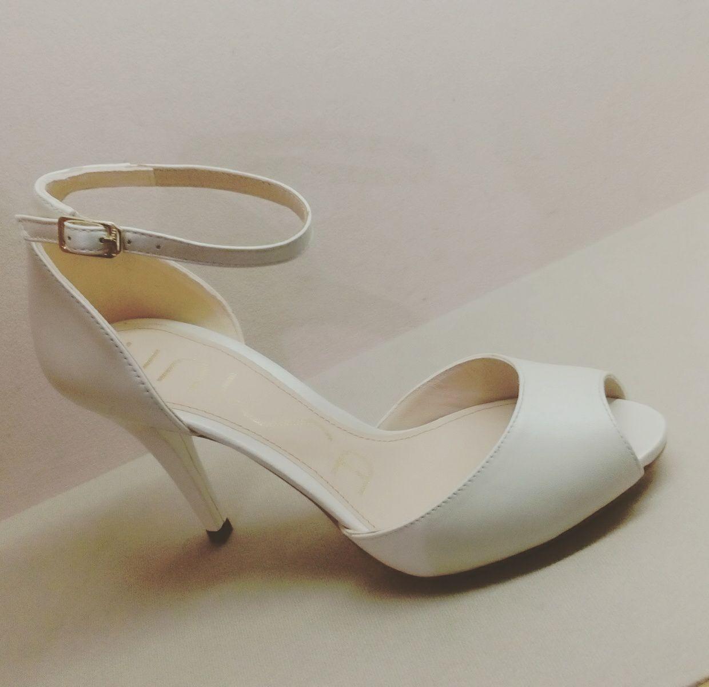 Sandalo passante caviglia tacco 9 cm. Nuovo arrivo.
