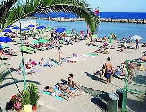 Spiaggia attrezzata a Bordighera. Contatta Bagni Trocadero al tel 0184 639164 cell 329 2119143