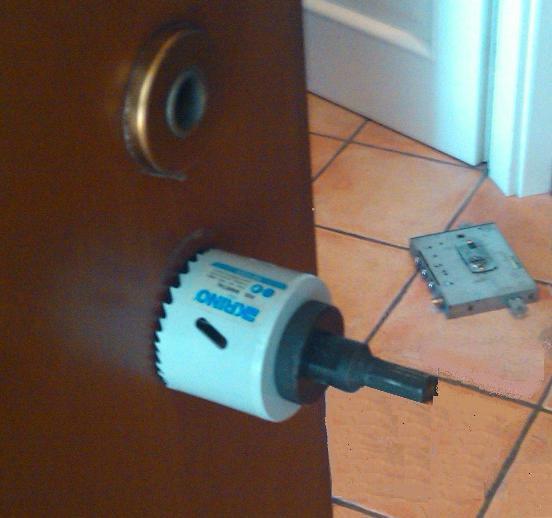 Sostituzione serrature a porte blindate e modifica con cilindro europeo  C.M.V. snc di MULTARI ...