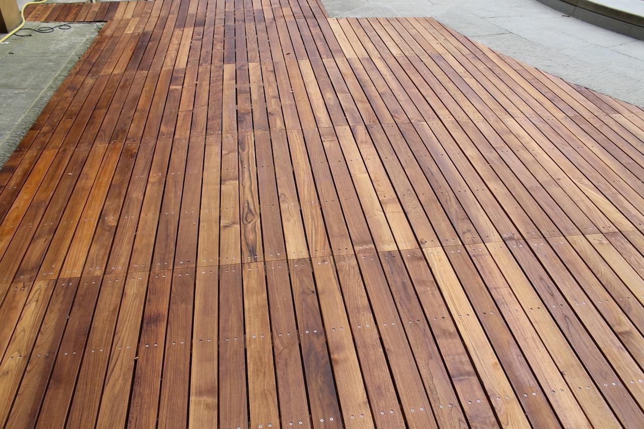 Pavimentazioni in legno per esterni dalla pietra al fiore - Legno resistente per esterni ...