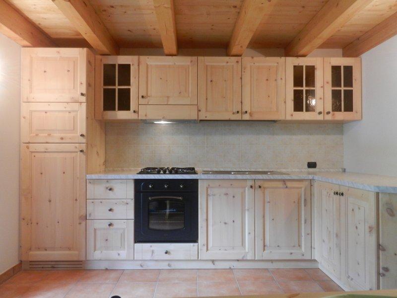 Cucine in legno massello della bella franco falegnameria for Cucine legno massello