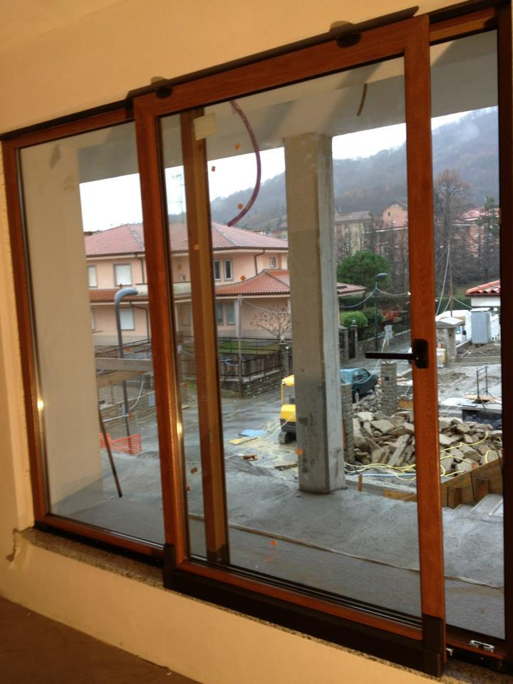 Installazione e manutenzione di infissi in legno-alluminio a Venezia. FORTIT SERRAMENTI tel 041 5041936 cell 392 0814256 - 329 3241786