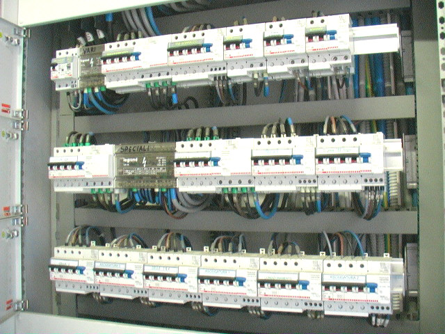 Installazione  e manutenzione impianti elettrici industriali  a Castel San Giovanni. DEMAEL DI DE MARTINI MATTEO cell 339 5079675