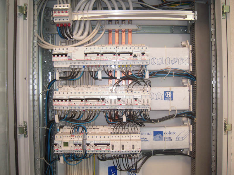 Impianti di illuminazione a Gaiola. Contatta NIEME IVANO IMPIANTI ELETTRICI cell 335 7850390