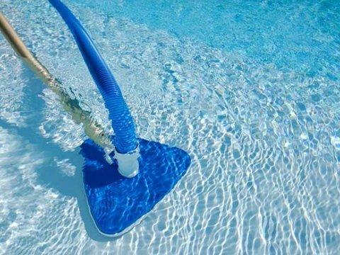 Pulizie piscine a soliera