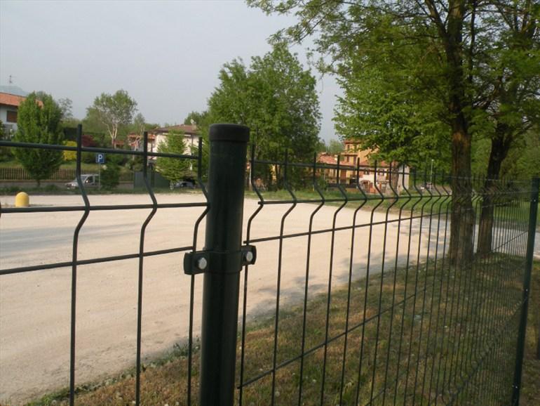 Rete recinzione economica perfect le recinzioni con rete for Rete recinzione bricoman