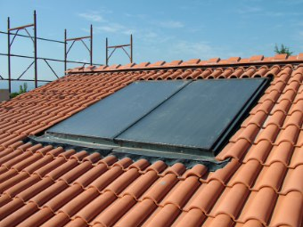 Impianti solari termici lattoneria franchini di for Pannelli solari termici