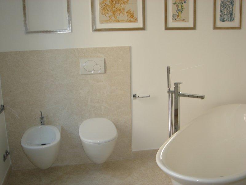 Top bagno e rivestimento bagno marmi nota