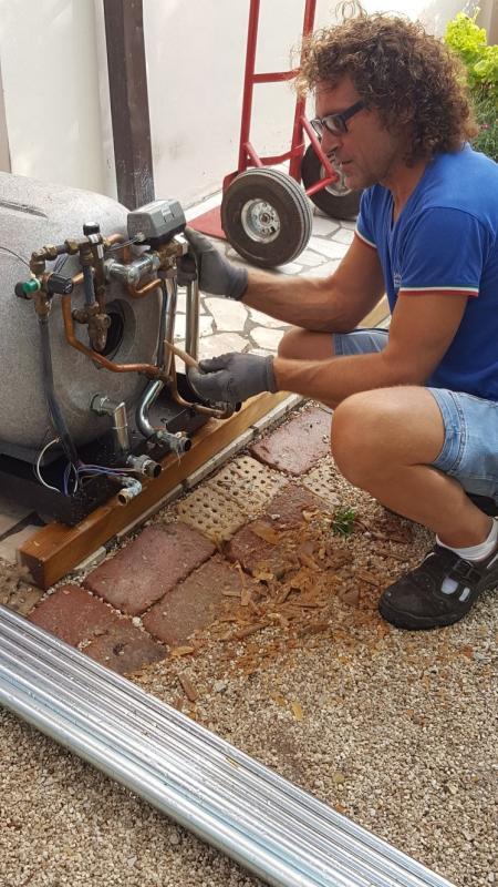 pulizia accumulo boiler dopo 15 anni smontaggio e tolto 4 kg di calcare