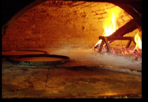 Farinata con cipolline a Genova. Chiama PIZZERIA MARIUCCIA tel 010 6136286  .  promozione