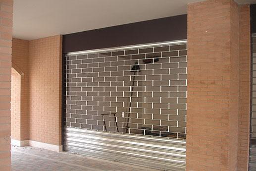Fornitura ed installazione porte basculanti a Marotta. Chiama PRONTO INTERVENTO URBANO cell 347 3011934 - 338 5250961