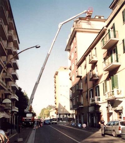 Piattaforme aeree per lavori su cornicioni a Tortona. Rivolgiti a VAVALA' POLLUCE  MAGGIORINO  Noleggio Piattaforme Aeree tel 0131 822356 cell 335 7088329 - 335 1435021