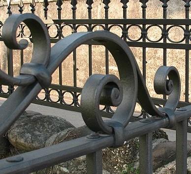 Fabbro ferro antico ferro battuto serramenti infissi for Inferriate fai da te